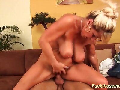 prexy mom brutal banged by her toyboy